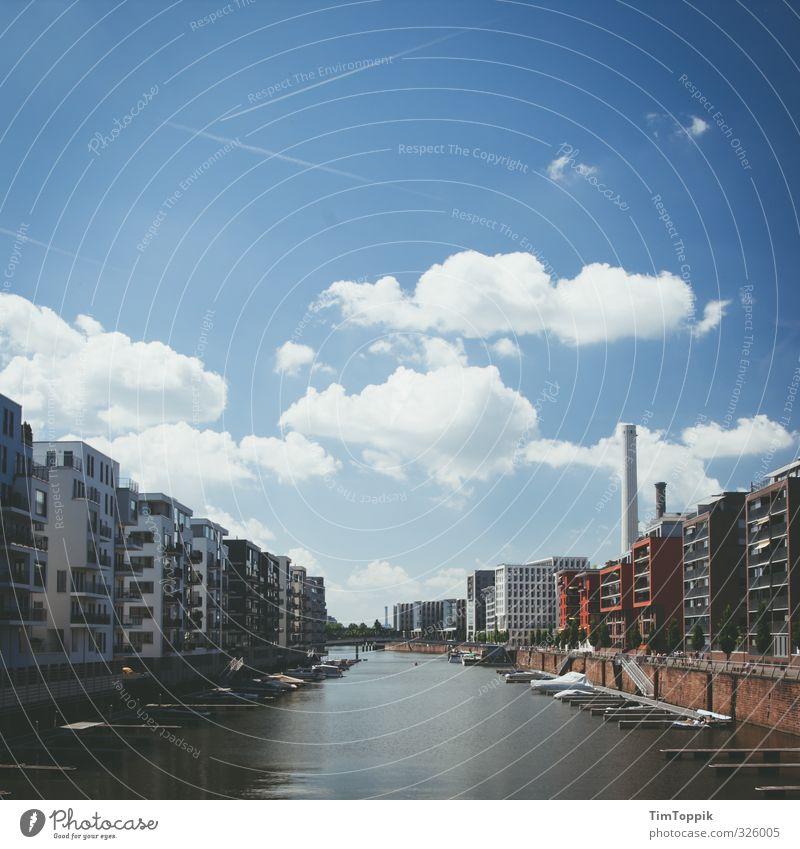 26 Monate im Finalisierungsordner Stadt Hafenstadt Haus Architektur Bootsfahrt Motorboot Jachthafen Frankfurt am Main Westhafen Wolkenhimmel Neubaugebiet