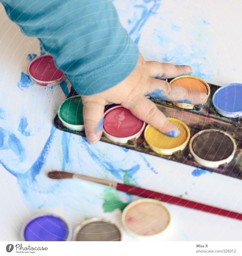 so ein Spaß Mensch Kind Hand Freude dunkel Spielen Kunst Kindheit Freizeit & Hobby Arme Finger malen Kreativität Kleinkind Künstler Pinsel