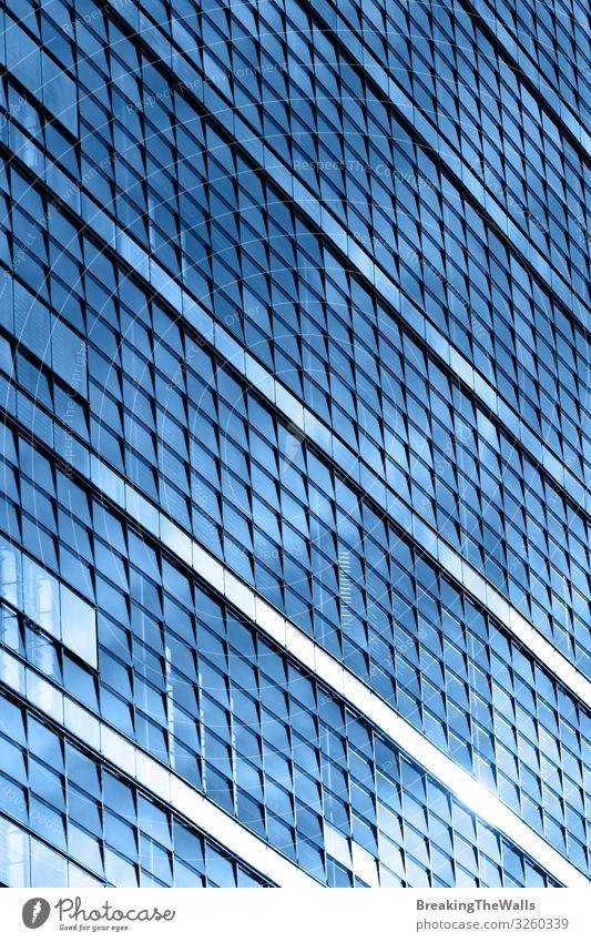 Modernes Geschäftshaus Bürogebäude blaue Glasfenster Baustelle Geldinstitut Business Stadt Stadtzentrum Hochhaus Bankgebäude Bauwerk Gebäude Architektur Fassade