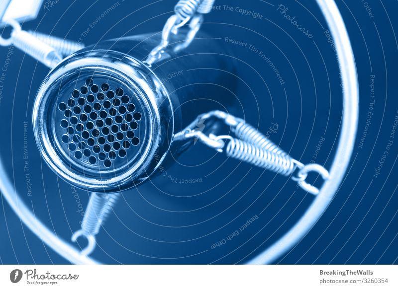 Nahaufnahme eines alten runden Studio-Stimmmikrofons Musik Medienbranche sprechen Technik & Technologie Unterhaltungselektronik Metall dunkel retro blau Farbe