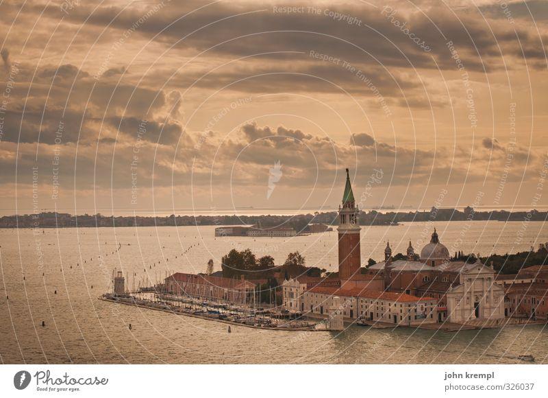 Haus am Meer Umwelt Landschaft Wasser Wolken Küste Insel Venedig Hafenstadt Stadtzentrum Altstadt Kirche Dom Bauwerk Gebäude Architektur Campanile