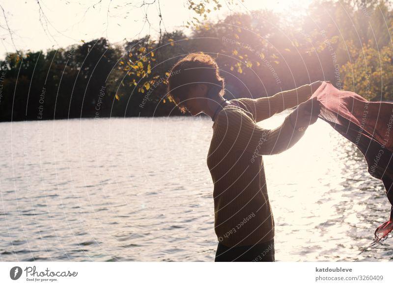 Your heart is not open, so I must go feminin androgyn Homosexualität Schönes Wetter Park Wald See genießen authentisch frei Freundlichkeit Fröhlichkeit Glück