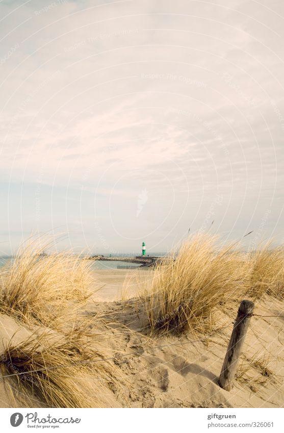 ostsee Umwelt Natur Landschaft Pflanze Urelemente Sand Wasser Himmel Wolken Küste Strand Ostsee Meer Rettung Leuchtturm Orientierung Düne Dünengras Gras Pfosten