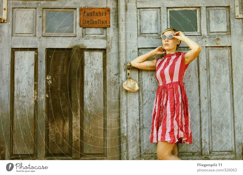 sichten Mensch Jugendliche schön Junge Frau Erwachsene 18-30 Jahre Erotik feminin Stil Mode Körper Tür elegant warten Lifestyle Bekleidung