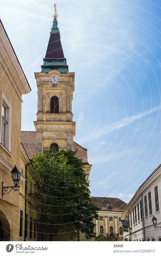 Katholische Kirche Ferien & Urlaub & Reisen Tourismus Ausflug Sightseeing wandern Uhr Stadt Altstadt Gebäude Architektur alt Glaube Religion & Glaube