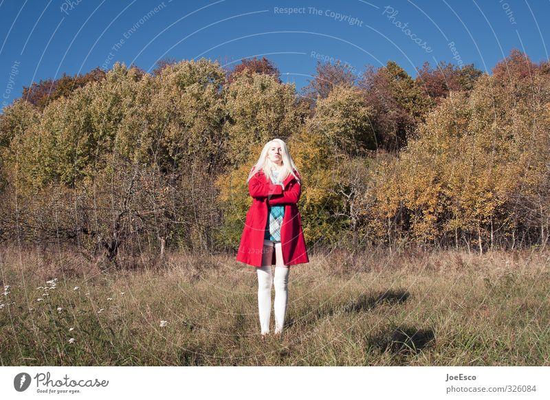 #326084 Abenteuer Freiheit Frau Erwachsene Leben 1 Mensch Umwelt Natur Pflanze Himmel Herbst Feld Wald Mode Mantel blond warten außergewöhnlich frech trendy