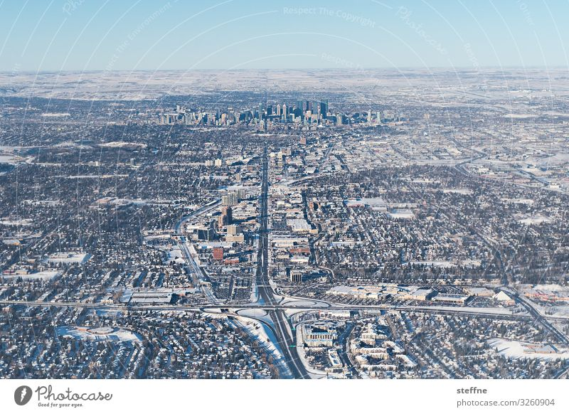 WINTER IS COMING Stadt Winter Straße kalt Schnee frisch Schönes Wetter Skyline Wolkenloser Himmel Straßenkreuzung Verkehrssicherheit Calgary