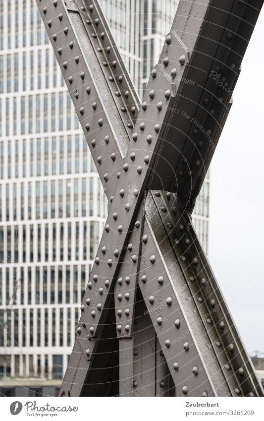 Großes X Hafencity Hamburg Stadt Hochhaus Brücke Stahlträger Brückenkonstruktion Fassade Fenster stehen tragen eckig kalt stark grau diszipliniert standhaft