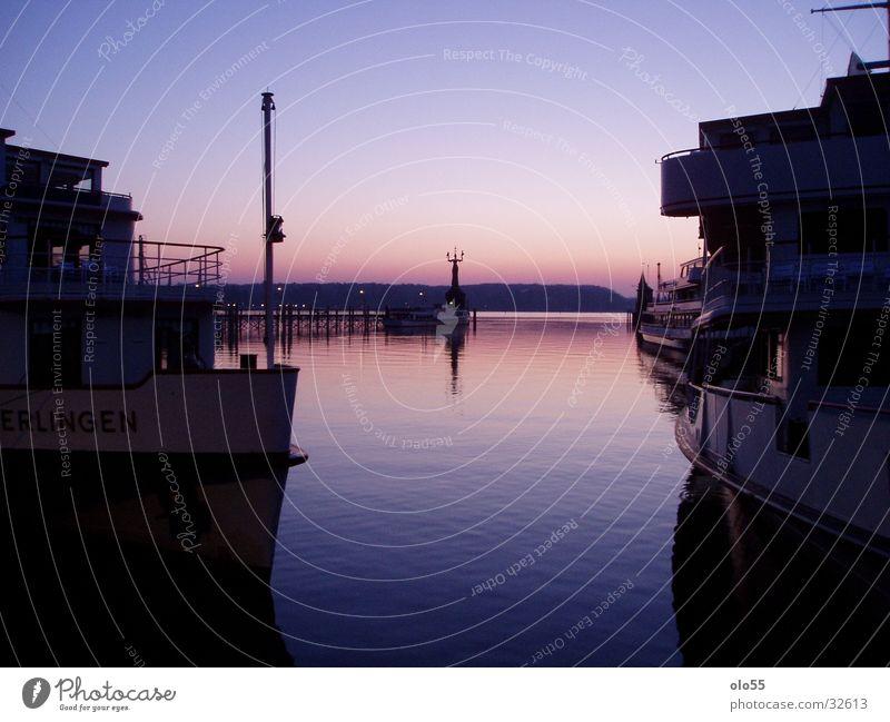 Silence I Sonnenaufgang violett Wasserfahrzeug Imperia Hafen Schatten