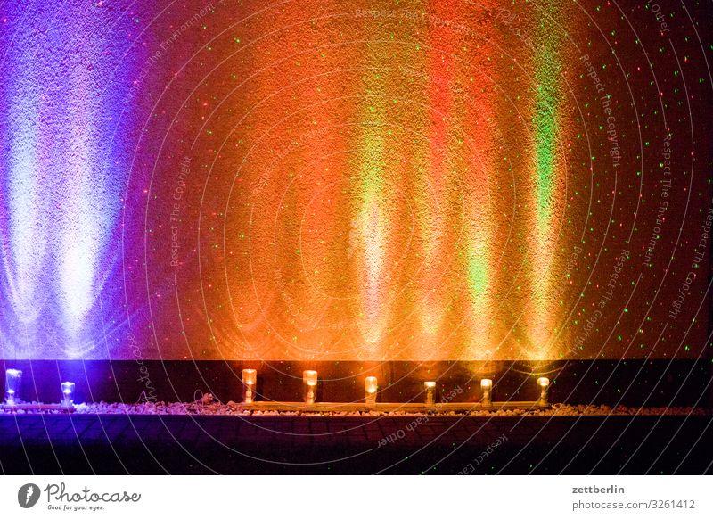 Bunte Lichter blinkern Abend Bewegung mehrfarbig Dynamik Phantasie Fantasygeschichte glänzend Kunst Lichtspiel Lichtschreiben Lichtmalerei Lightshow Linie