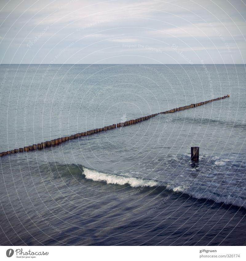 over and over again Umwelt Natur Urelemente Wasser Himmel Wolken Wellen Küste Strand Ostsee Meer Schwimmen & Baden Horizont Buhne Uferbefestigung Holz brechen