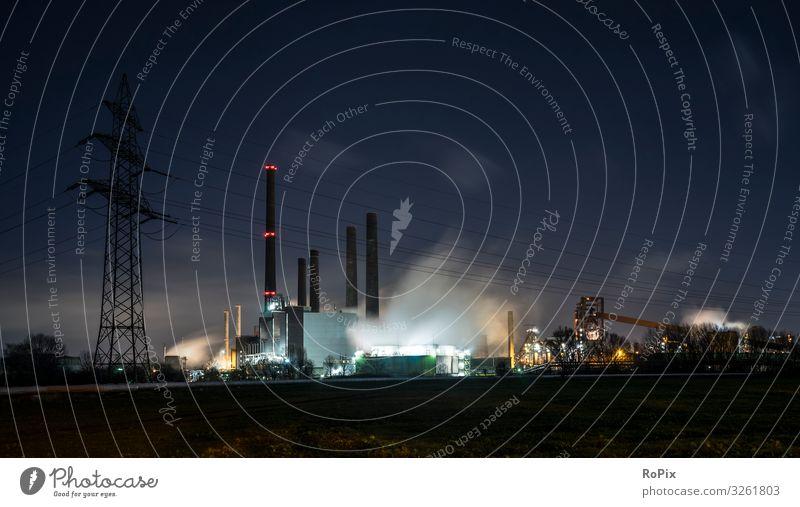 Industriegelände bei Nacht. Gesundheit Nachtleben Bildung Wissenschaften Arbeit & Erwerbstätigkeit Beruf Arbeitsplatz Fabrik Wirtschaft Handel