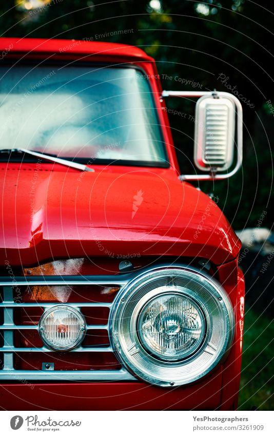 Vintage Pick-Up-Truck Nahaufnahme. Vorderansicht eines alten roten Autos Reichtum Design Verkehr Fahrzeug PKW Oldtimer Metall glänzend retro Nostalgie