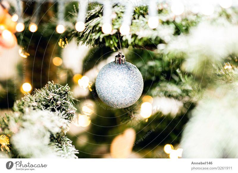 Glänzender Weihnachtsschmuck im schneebedeckten Weihnachtsbaum Design schön Winter Schnee Dekoration & Verzierung Feste & Feiern Weihnachten & Advent