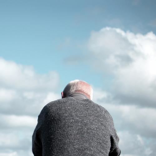 . Mensch maskulin Mann Erwachsene Männlicher Senior Körper Haare & Frisuren 1 60 und älter Himmel Wolken Schönes Wetter Bekleidung Pullover weißhaarig