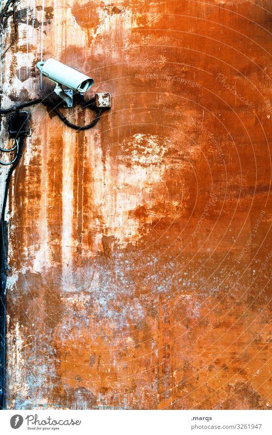 Cam Videokamera Fortschritt Zukunft Mauer Wand alt kaputt braun orange Wachsamkeit Angst Überwachung Datenschutz Überwachungskamera Misstrauen