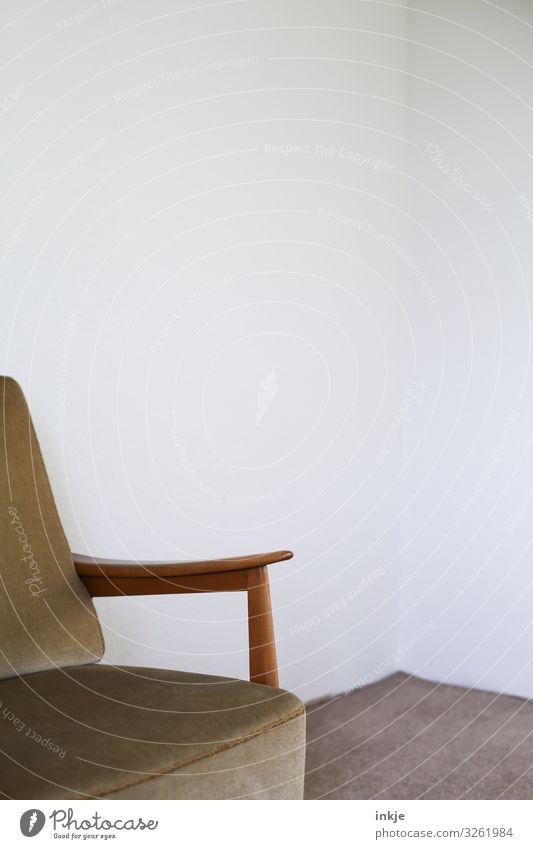 Sessel ohne Katze (wow) alt Wand braun Häusliches Leben Design Wohnung hell Möbel Teppich beige Sessellehne Zimmerecke