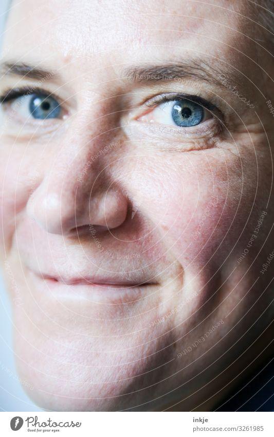 Fältchen | Hautsache Lifestyle Stil schön Gesicht Frau Erwachsene Leben 1 Mensch 30-45 Jahre 45-60 Jahre Lächeln authentisch Freundlichkeit Gesundheit nah