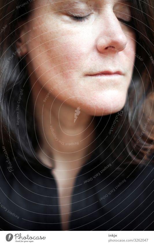 ungeschminkte Frau Ende 40 Stil schön Gesicht Erwachsene 1 Mensch 30-45 Jahre 45-60 Jahre brünett langhaarig authentisch natürlich Senior Identität Ungeschminkt