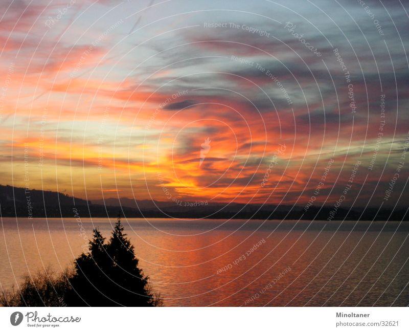 colored sunset Sonnenuntergang Wolken See Himmel Wasser Berge u. Gebirge Landschaft