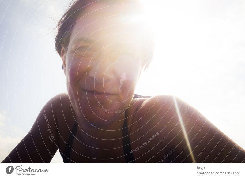 damals am Meer Lifestyle Freude Wohlgefühl Zufriedenheit Sommer Sommerurlaub Sonne Sonnenbad Frau Erwachsene Leben Gesicht 1 Mensch 30-45 Jahre Sonnenlicht