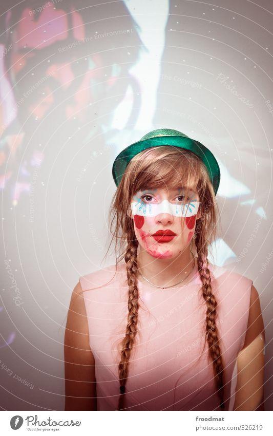 party is over Freude Nachtleben Party ausgehen Feste & Feiern Karneval Mensch feminin Junge Frau Jugendliche Erwachsene 1 Haare & Frisuren blond langhaarig Zopf