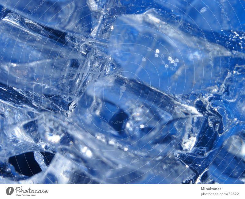 Eiskalt Eiswürfel obskur Makroaufnahme Wasser blau Eisblock