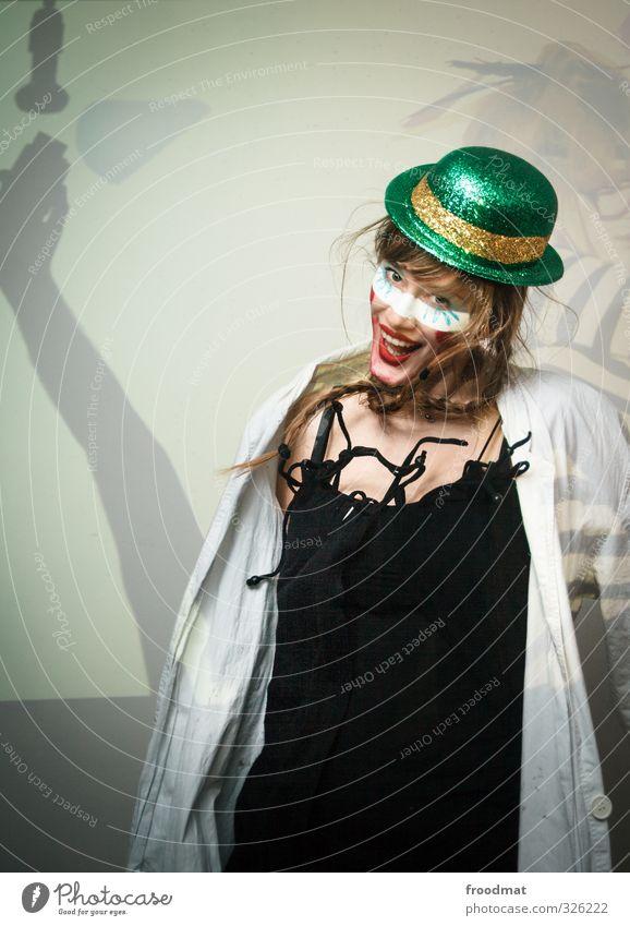 party continues... Freude Nachtleben Party Feste & Feiern Tanzen Karneval Silvester u. Neujahr Mensch feminin Junge Frau Jugendliche Erwachsene 1 Hut blond
