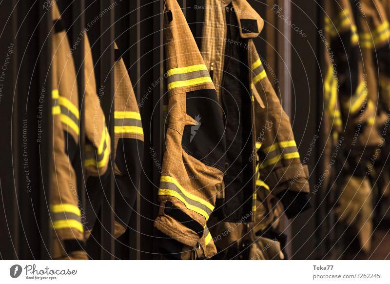 #Feuerwehrkleidung Arbeit & Erwerbstätigkeit Beruf Bekleidung Arbeitsbekleidung Schutzbekleidung Anzug Pullover Jacke Mantel gelb Feuerwehrjacke Farbfoto