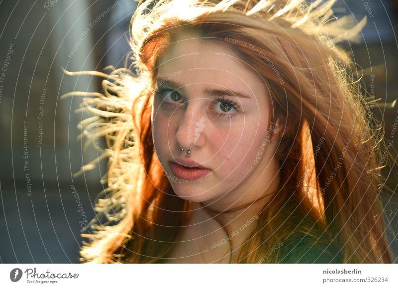 MP72 - Instant Crush Freude schön Haare & Frisuren feminin Junge Frau Jugendliche 1 Mensch 18-30 Jahre Erwachsene rothaarig langhaarig leuchten Blick exotisch