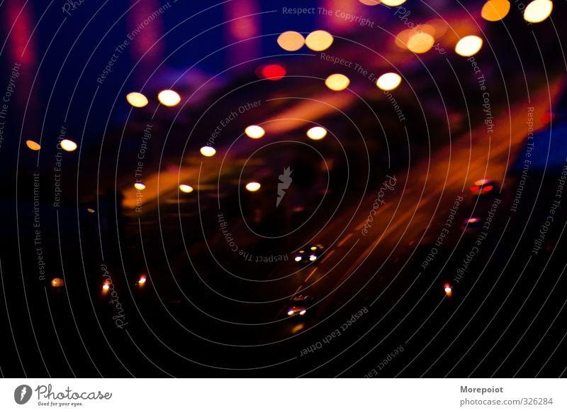 blau Stadt rot schwarz Straße braun Dach Autobahn Stadtzentrum Kleinstadt Straßenkreuzung Straßenverkehr Wegkreuzung lichtempfindlich