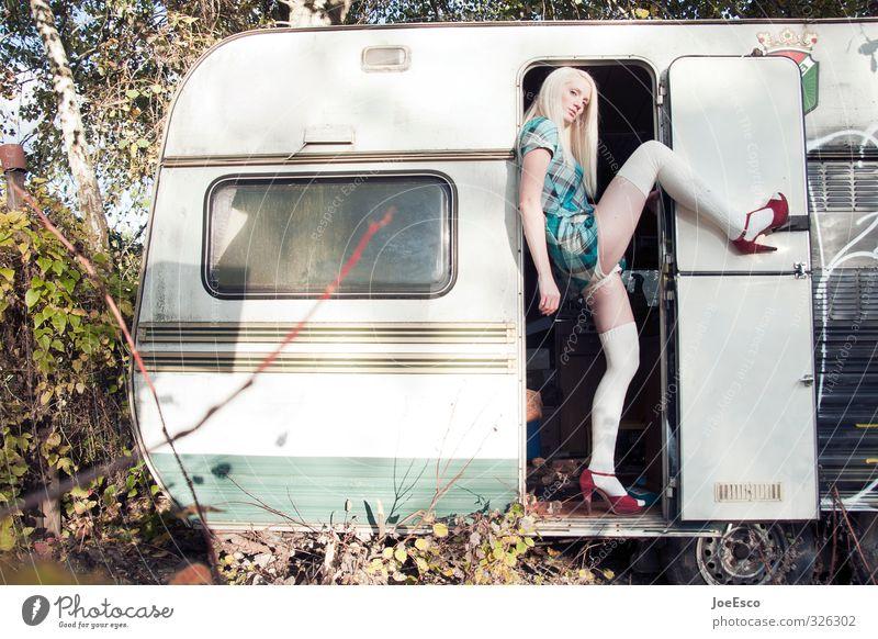 #326302 Lifestyle Stil Ferien & Urlaub & Reisen Ausflug Abenteuer Freiheit Frau Erwachsene 1 Mensch 18-30 Jahre Jugendliche Mode Kleid Strümpfe Damenschuhe