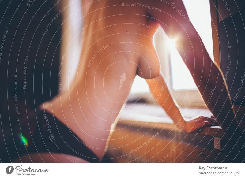 Frau mit nacktem Oberkörper Lifestyle schön Haut Wellness Wohlgefühl Zufriedenheit Erholung ruhig feminin Junge Frau Jugendliche Erwachsene Leben Rücken Brust 1