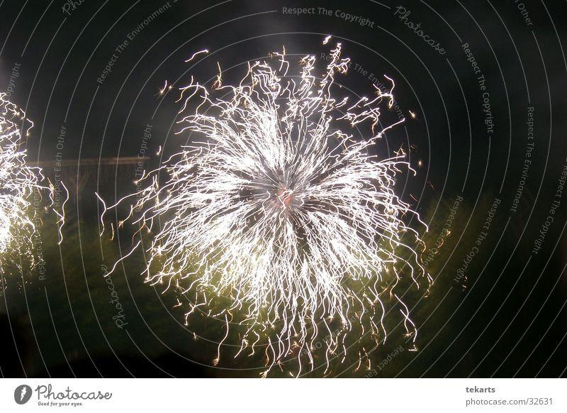 Feuerwerk Nacht Langzeitbelichtung Belichtung Club Party fireworks Reaktionen u. Effekte