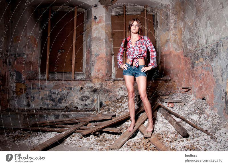 #326316 Stil Häusliches Leben Wohnung Raum Keller Frau Erwachsene Mensch 18-30 Jahre Jugendliche Mode Hemd Jeanshose Erholung träumen warten dunkel trendy