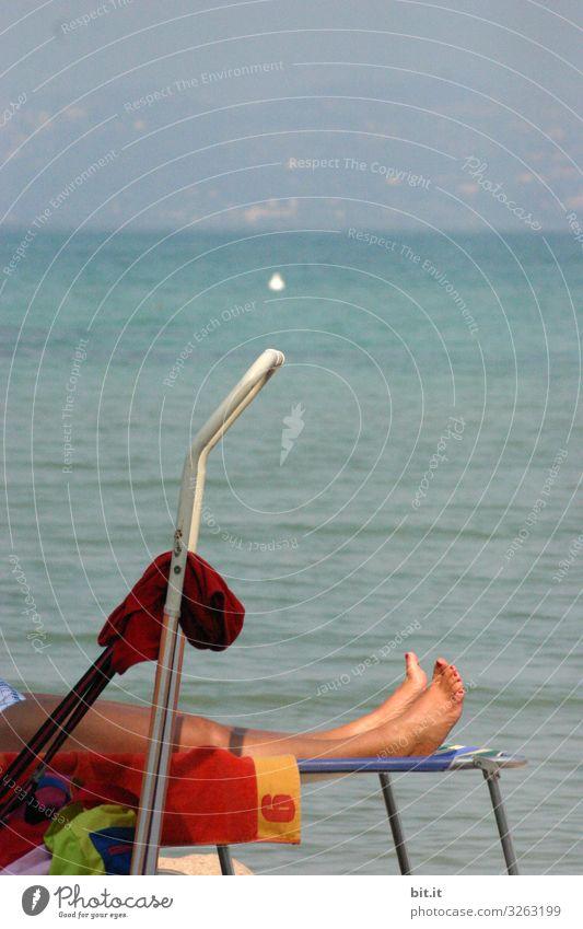 Entspannung Frau Mensch Ferien & Urlaub & Reisen Natur Sommer Erholung ruhig Strand Beine Erwachsene Leben Umwelt feminin Küste Tourismus Freiheit