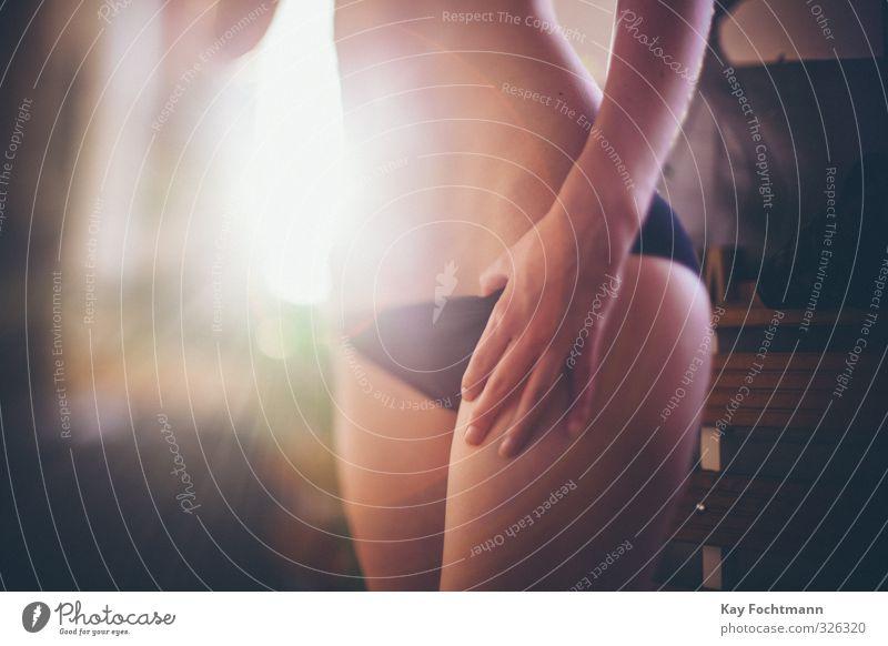 ° Mensch Jugendliche nackt schön Erholung Junge Frau Hand 18-30 Jahre Erotik Erwachsene Wärme Leben feminin Beine Wohnung frei
