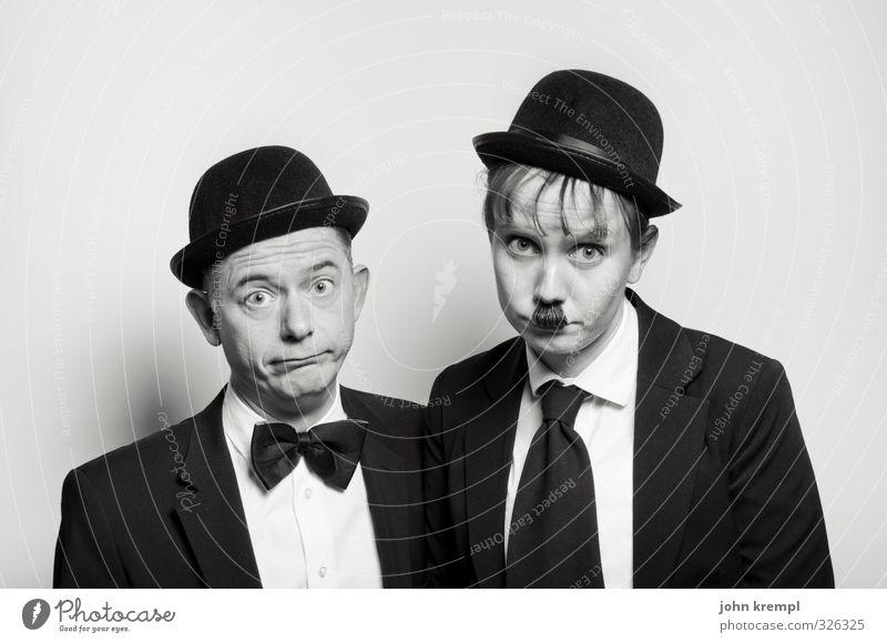 Kein Nachtisch? Mensch maskulin Freundschaft 2 45-60 Jahre Erwachsene Anzug Fliege Krawatte Hut Melone Blick alt Bekanntheit Coolness historisch lustig retro