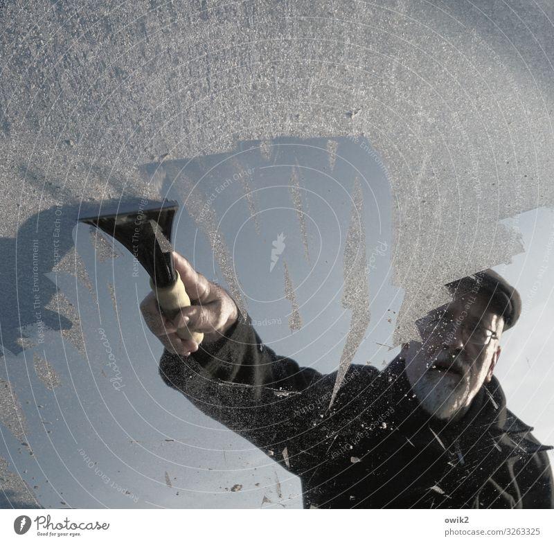 Winterdienst Mann Erwachsene Gesicht Arme Hand 1 Mensch 45-60 Jahre Wolkenloser Himmel Schönes Wetter Eis Frost PKW Windschutzscheibe Arbeit & Erwerbstätigkeit