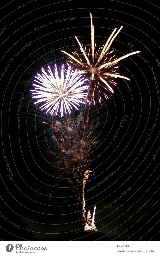 Feuerwerk Nacht Belichtung zweifarbig Veranstaltung Club Party Reaktionen u. Effekte