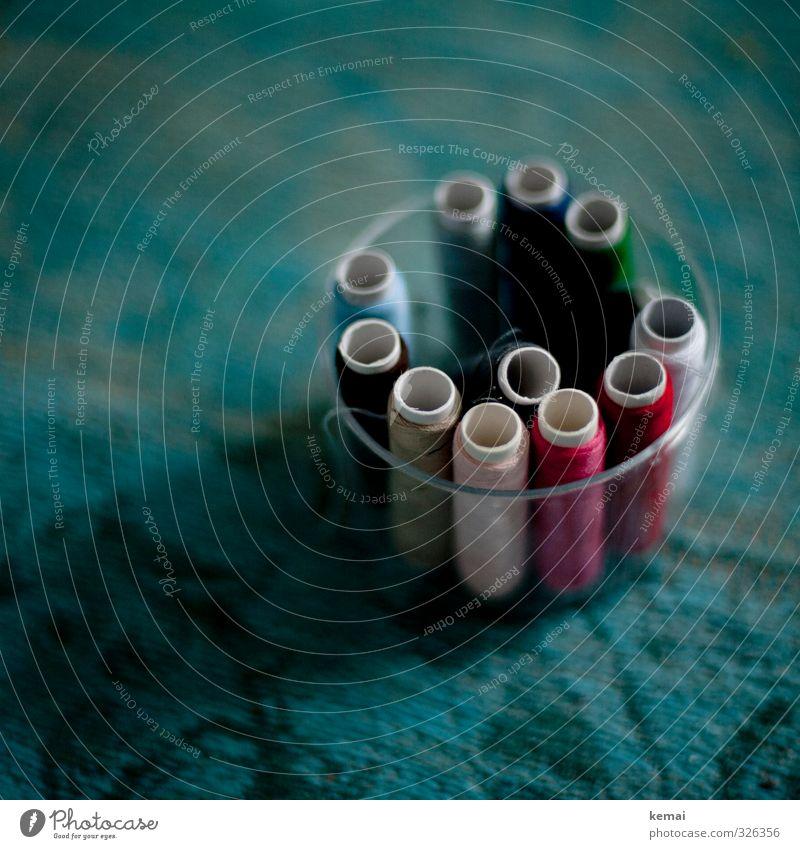 Fäden Freizeit & Hobby Handarbeit Nähen Nähgarn rund viele mehrfarbig türkis Ordnung Behälter u. Gefäße Farbfoto Gedeckte Farben Innenaufnahme Nahaufnahme