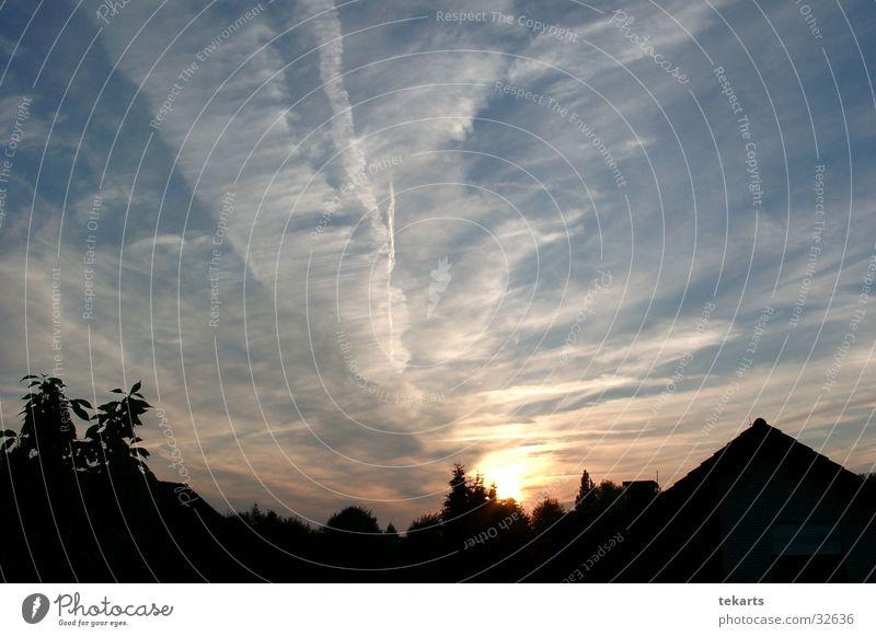 BlueSunset Sonne blau Wolken Streifen