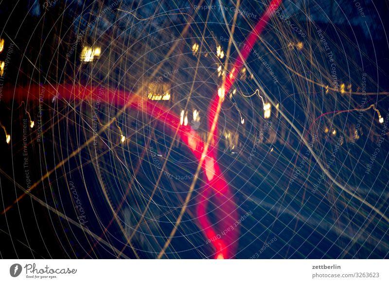 Lichtgewusel Abend Altbau Bewegung Dynamik Phantasie Fassade Fenster Haus hinterhaus Hinterhof Stadtzentrum Lichtspiel Lichtschreiben Lichtmalerei Lightshow