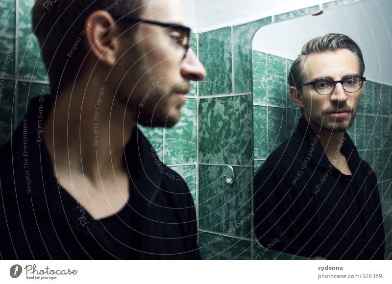 Spiegelbild im grünen Bad Lifestyle elegant schön Raum Mensch Junger Mann Jugendliche 18-30 Jahre Erwachsene Pullover Brille Scheitel Dreitagebart ästhetisch