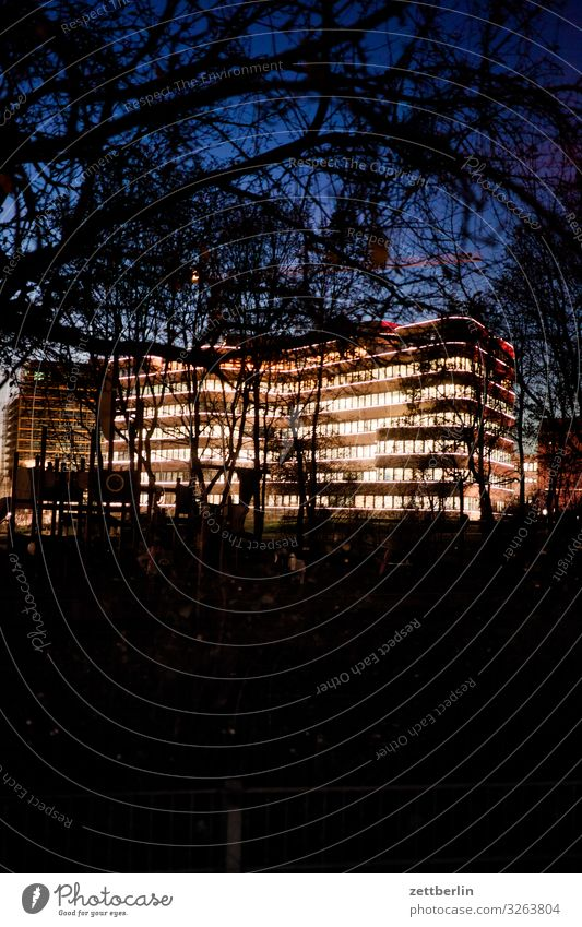 EUREF-Campus bei Nacht Himmel Himmel (Jenseits) Stadt Haus Fenster Architektur Beleuchtung Berlin Textfreiraum Fassade Büro Studium Stadtzentrum Wissenschaften