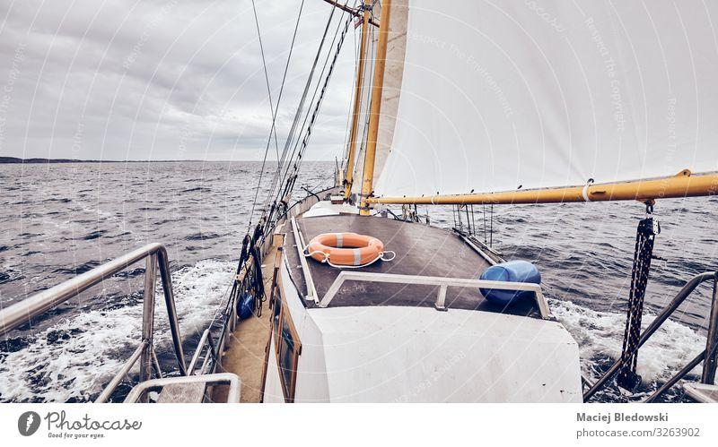 Segeln auf einem alten Schoner bei stürmischem Wetter. Lifestyle Ferien & Urlaub & Reisen Tourismus Abenteuer Ferne Freiheit Kreuzfahrt Meer Himmel Horizont