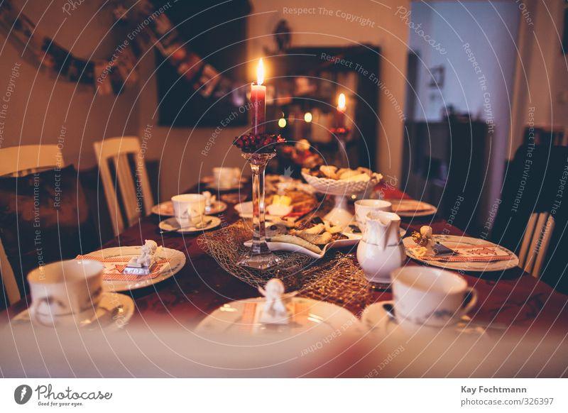 ° Weihnachten & Advent Erholung Winter Wärme Religion & Glaube Feste & Feiern Essen Zusammensein Wohnung Zufriedenheit Dekoration & Verzierung genießen Tisch Kerze Stuhl Süßwaren