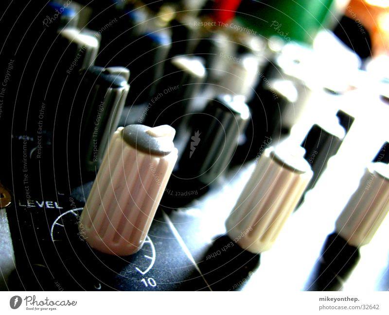 Reglerlandschaft Musikmischpult Schalter Makroaufnahme Elektrisches Gerät Technik & Technologie Konzert Potis synchron