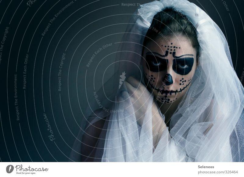 widerwärtig Mensch Hand Gesicht Auge Tod feminin Mund Nase Stoff gruselig Karneval Kosmetik Schminke Ekel Braut Halloween