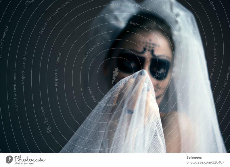 .. Gesicht Schminke Karneval Halloween Mensch feminin Frau Erwachsene 1 Rockabilly Schleier dunkel Traurigkeit Sorge Trauer Tod Schmerz Farbfoto Innenaufnahme